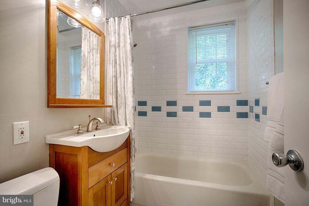 Bath - 2848-C WAKEFIELD ST #C, ARLINGTON