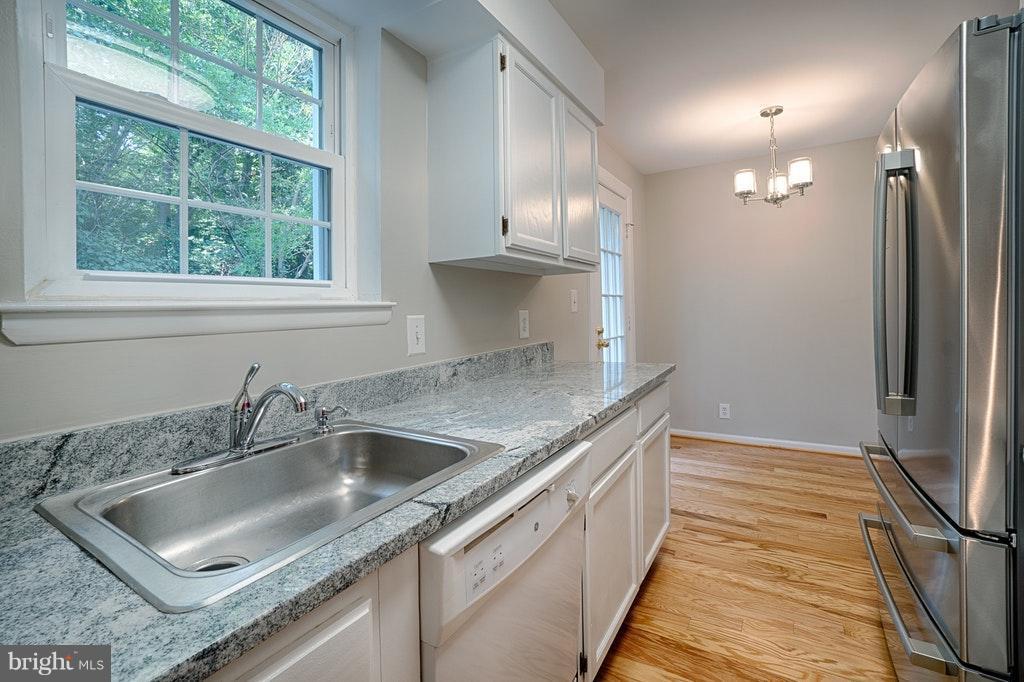 Kitchen Stainless Fridge and Stove - 2848-C WAKEFIELD ST #C, ARLINGTON
