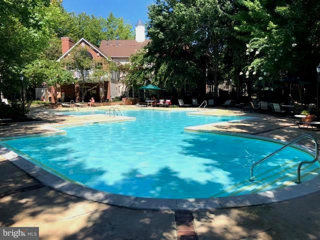 Outdoor Pool - 1511 LINCOLN WAY #304, MCLEAN