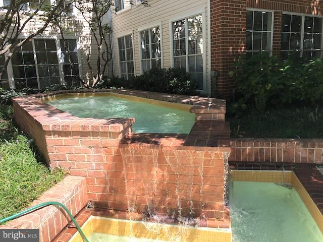Pool Spa - 1511 LINCOLN WAY #304, MCLEAN