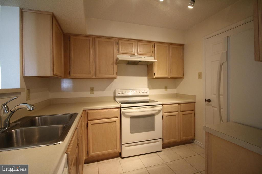 Kitchen - 1511 LINCOLN WAY #304, MCLEAN