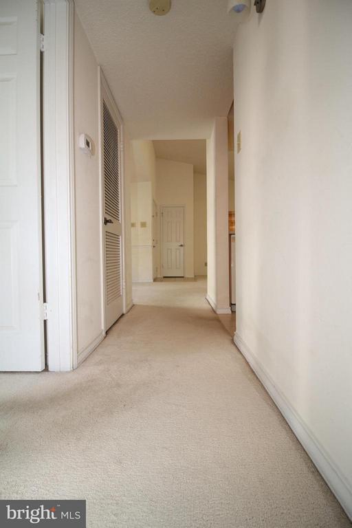 Hallway - 1511 LINCOLN WAY #304, MCLEAN