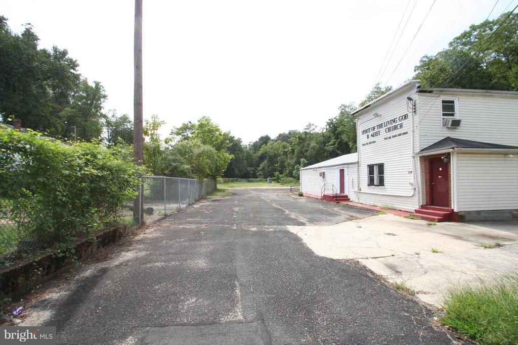 Entrance to lot and Hall - 408 MENTOR AVE, CAPITOL HEIGHTS