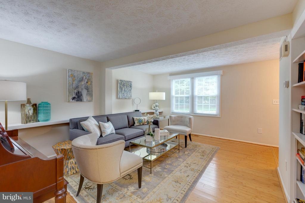 Living Room - 1660 BARNSTEAD DR, RESTON