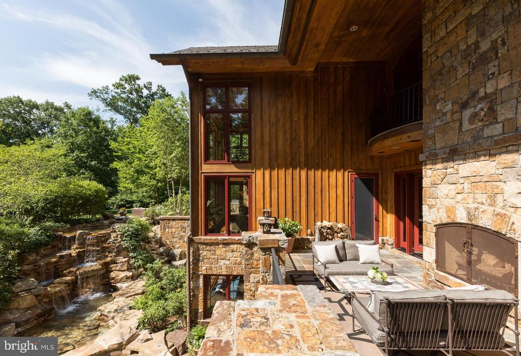 Glorious deck with fireplace and waterfall view - 8922 JEFFERY RD, GREAT FALLS