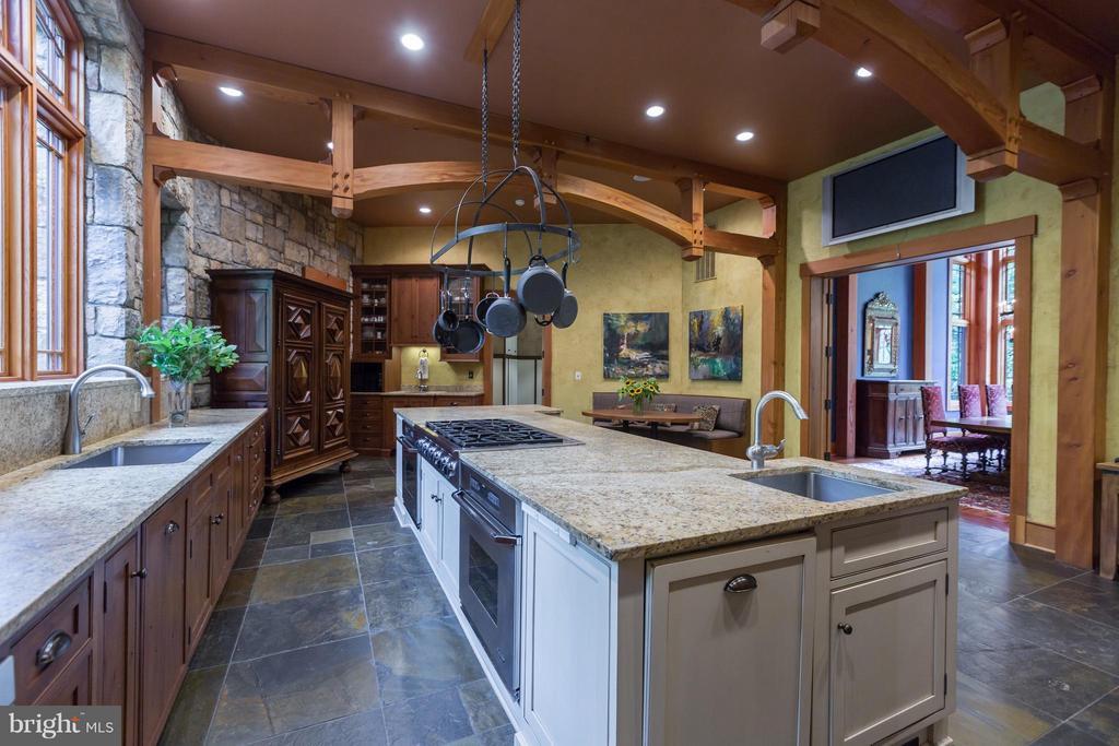 Open floor plan to wonderful gourmet kitchen - 8922 JEFFERY RD, GREAT FALLS