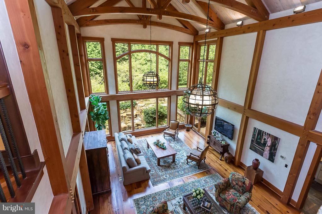 Stunning vaulted timbered ceiling in great room - 8922 JEFFERY RD, GREAT FALLS
