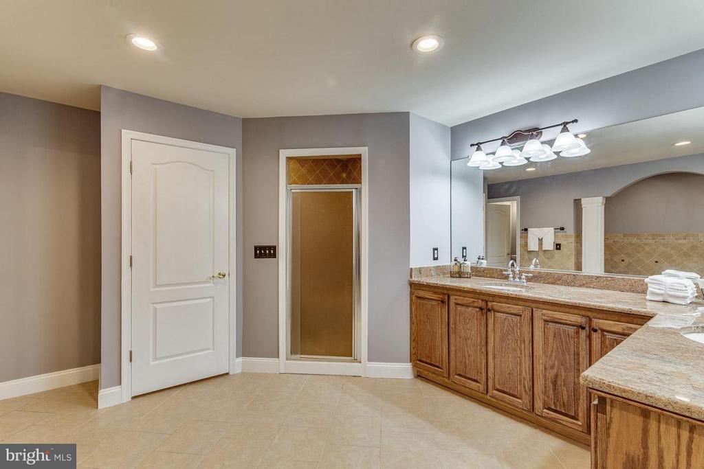 Owner's En Suite with Dual Vanities - 15 BEAVER RIDGE RD, STAFFORD
