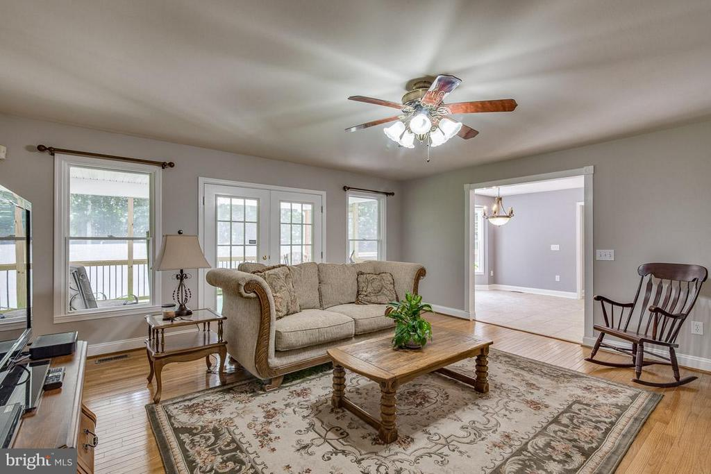 Family Room just off the kitchen - 15 BEAVER RIDGE RD, STAFFORD