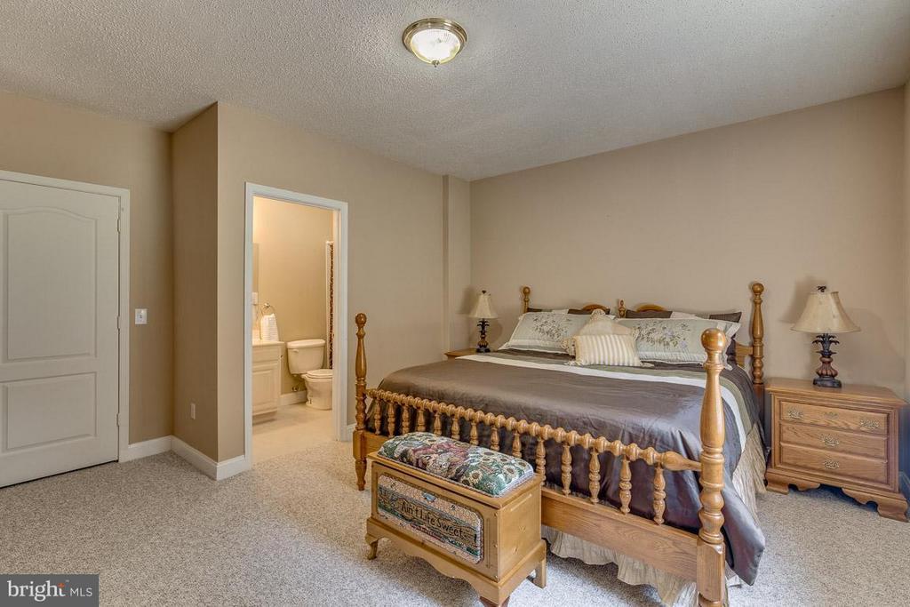 Basement Bedroom 6 with Private En  Suite - 15 BEAVER RIDGE RD, STAFFORD