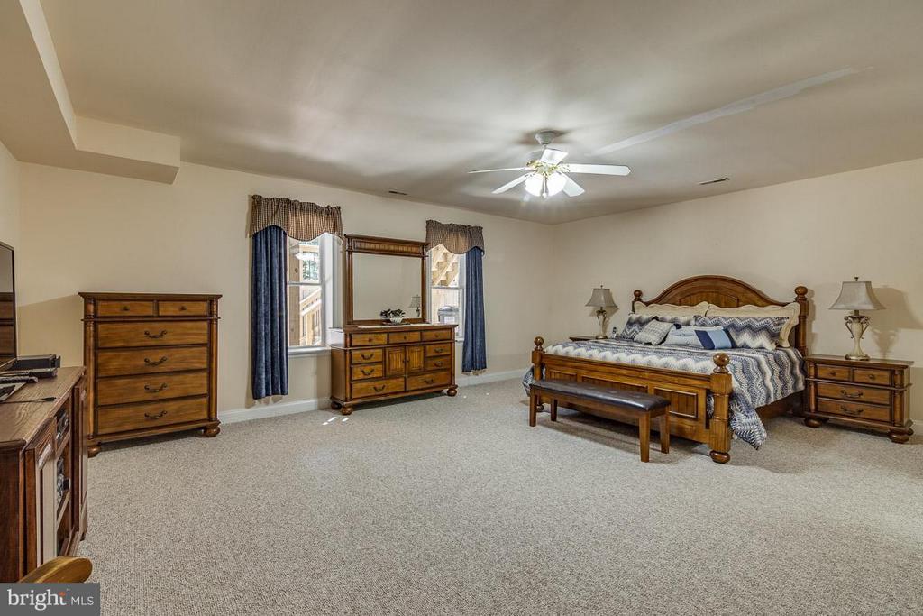 Basement Bedroom 5 with Private En Suite - 15 BEAVER RIDGE RD, STAFFORD