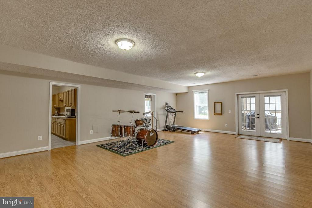 Spacious for pool table, music room, or exercise - 15 BEAVER RIDGE RD, STAFFORD