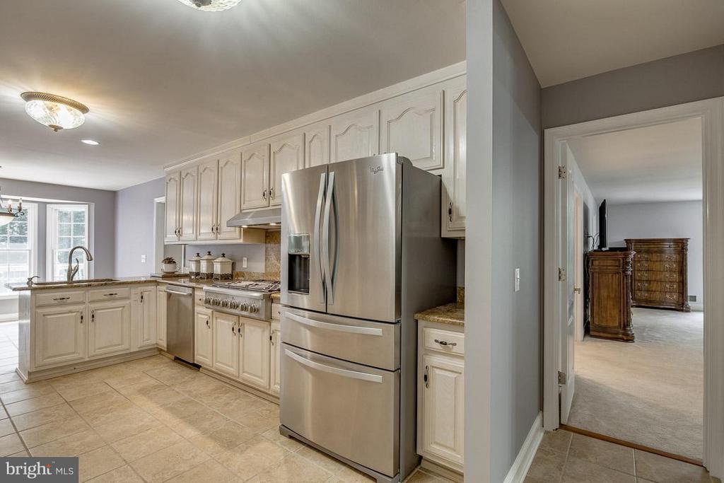 Kitchen has Stainless Steel Appliances - 15 BEAVER RIDGE RD, STAFFORD