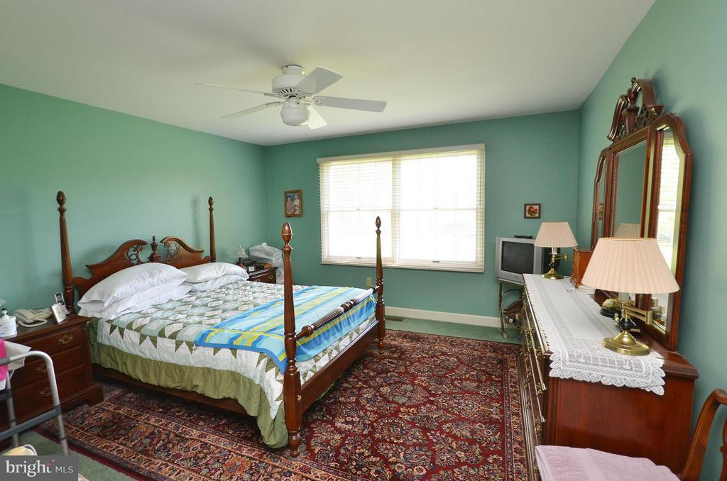 Bedroom (Master) - 181 FAIRWAY DR, CHARLES TOWN