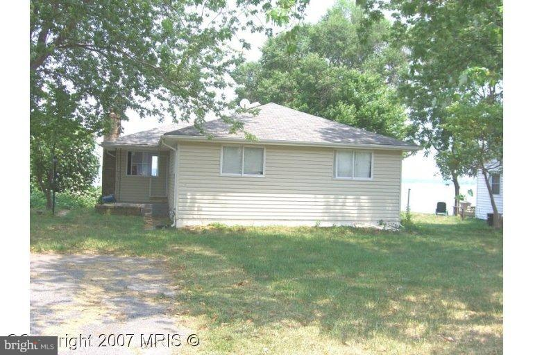 Photo of home for sale at 43208 Riverside Drive, Hollywood MD