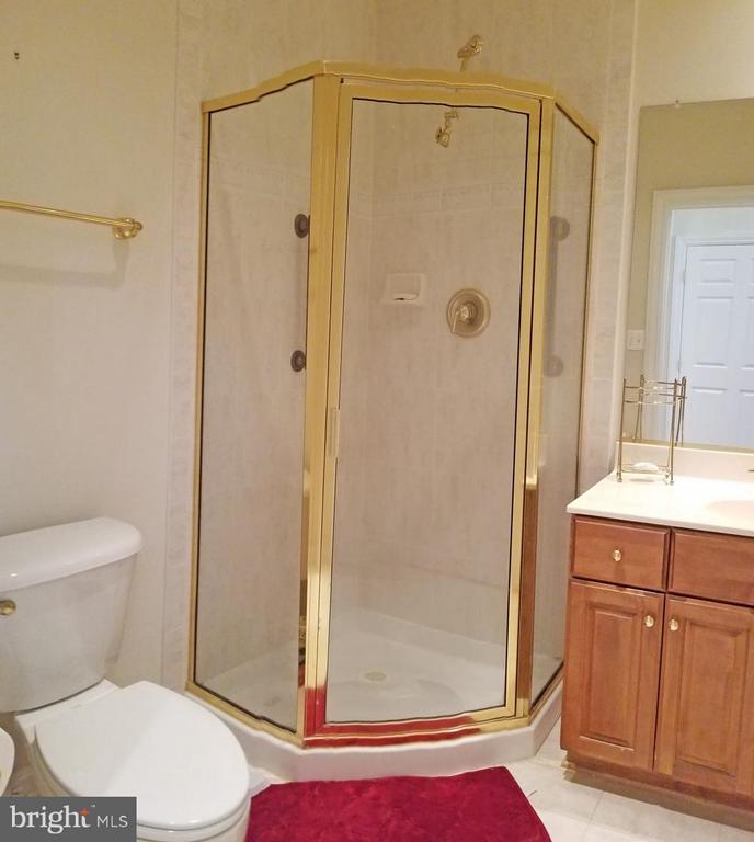 Guest Full Bathroom - 1408 N MEADE ST, ARLINGTON