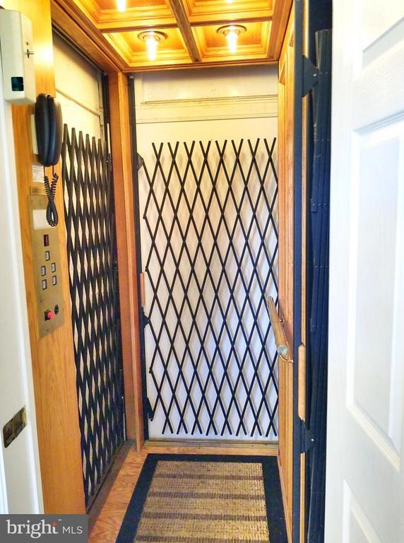 Elevator for all 4 Levels - 1408 N MEADE ST, ARLINGTON