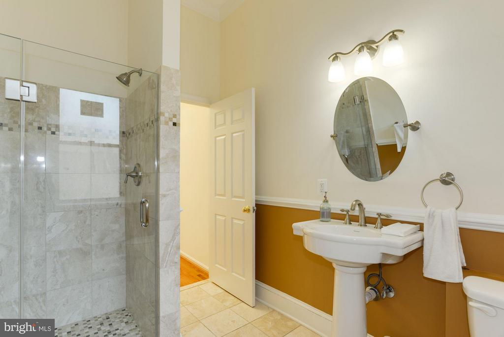 Renovated bathroom - 1609 22ND ST NW, WASHINGTON