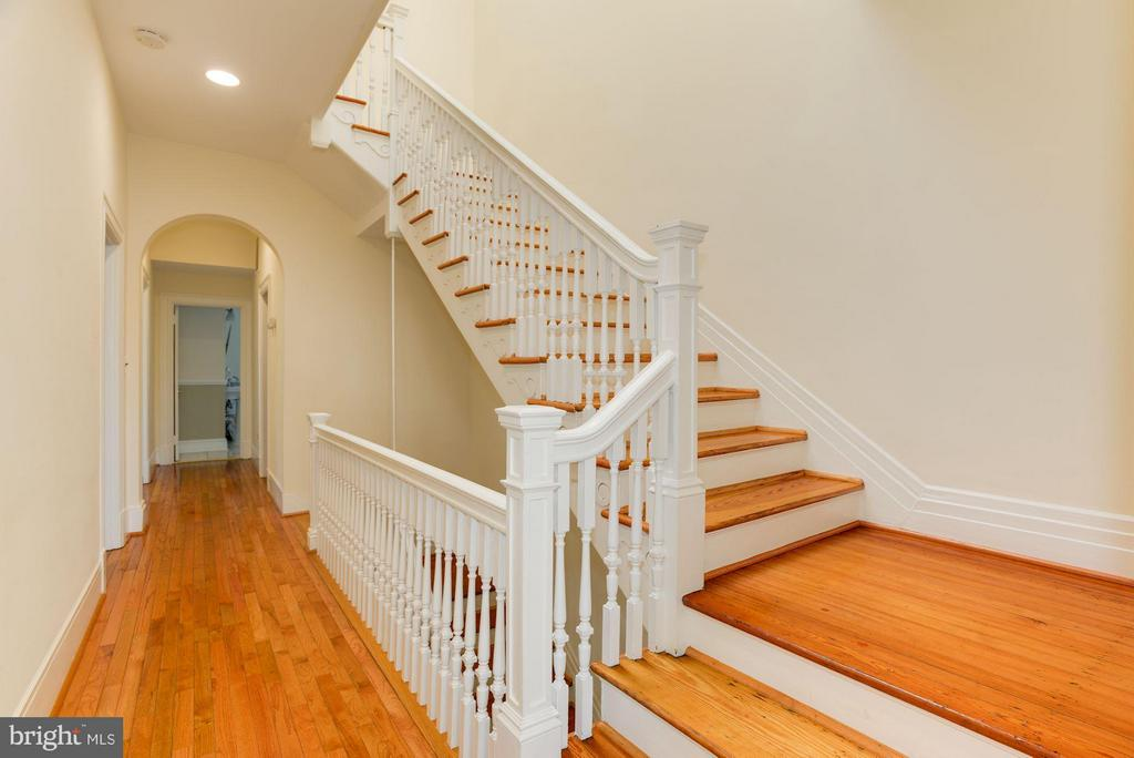 Grand staircase on third level - 1609 22ND ST NW, WASHINGTON