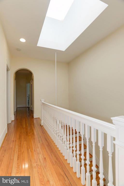 Fourth level landing, with skylight - 1609 22ND ST NW, WASHINGTON
