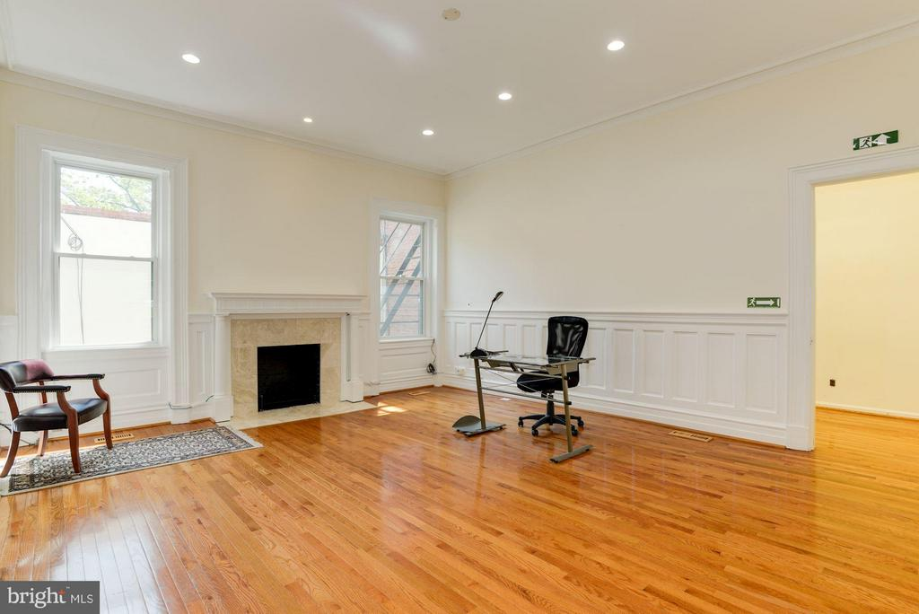Second level room with fireplace, door - 1609 22ND ST NW, WASHINGTON