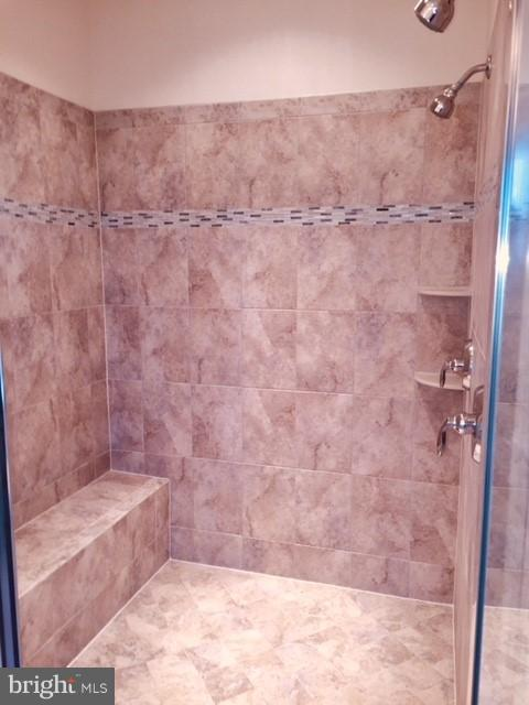 Bath (Master) - 7894 CARBONDALE WAY, SPRINGFIELD