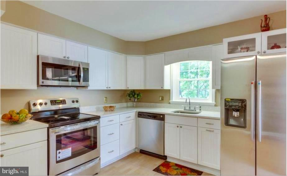 BE THE FIRST ONE TO USE THE SIDE BY SIDE FRIG - 7340 ELDORADO CT, MCLEAN