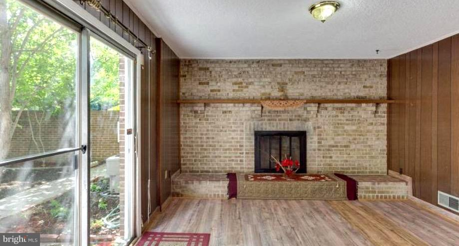 WALKOUT TO LARGE COURTYARD,END UNIT, PRIVATE SPACE - 7340 ELDORADO CT, MCLEAN