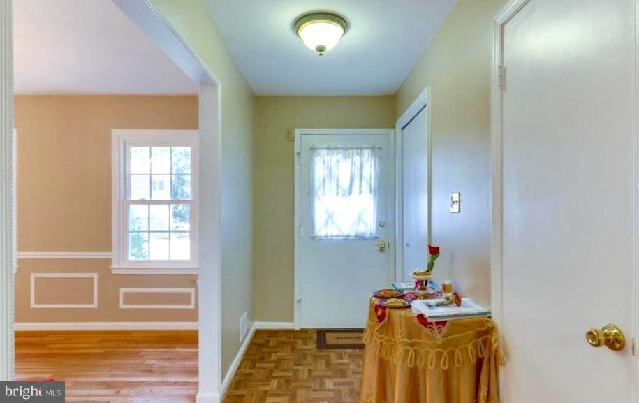 CHARMING FRONT DOOR ALLOWS LIGHT INSIDE - 7340 ELDORADO CT, MCLEAN