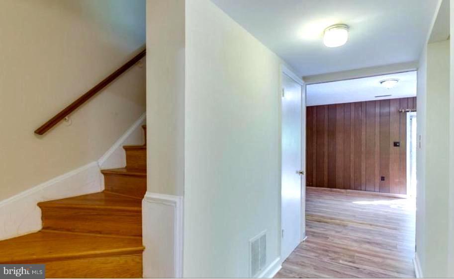 STEPS TO LOWER LEVEL, NEW PARQUE FLOORS ON LOWER - 7340 ELDORADO CT, MCLEAN