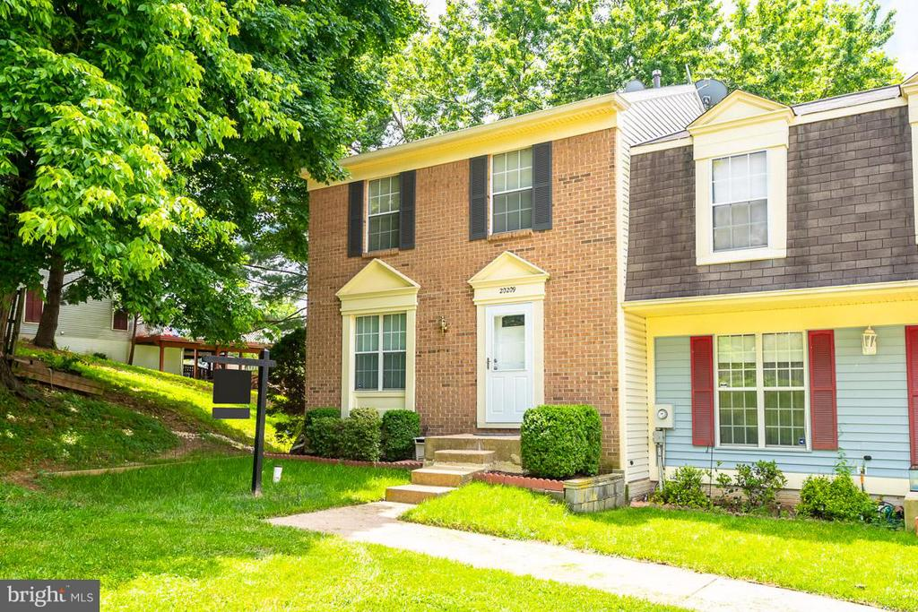 Beautiful brick front home! - 20209 THUNDERHEAD WAY, GERMANTOWN