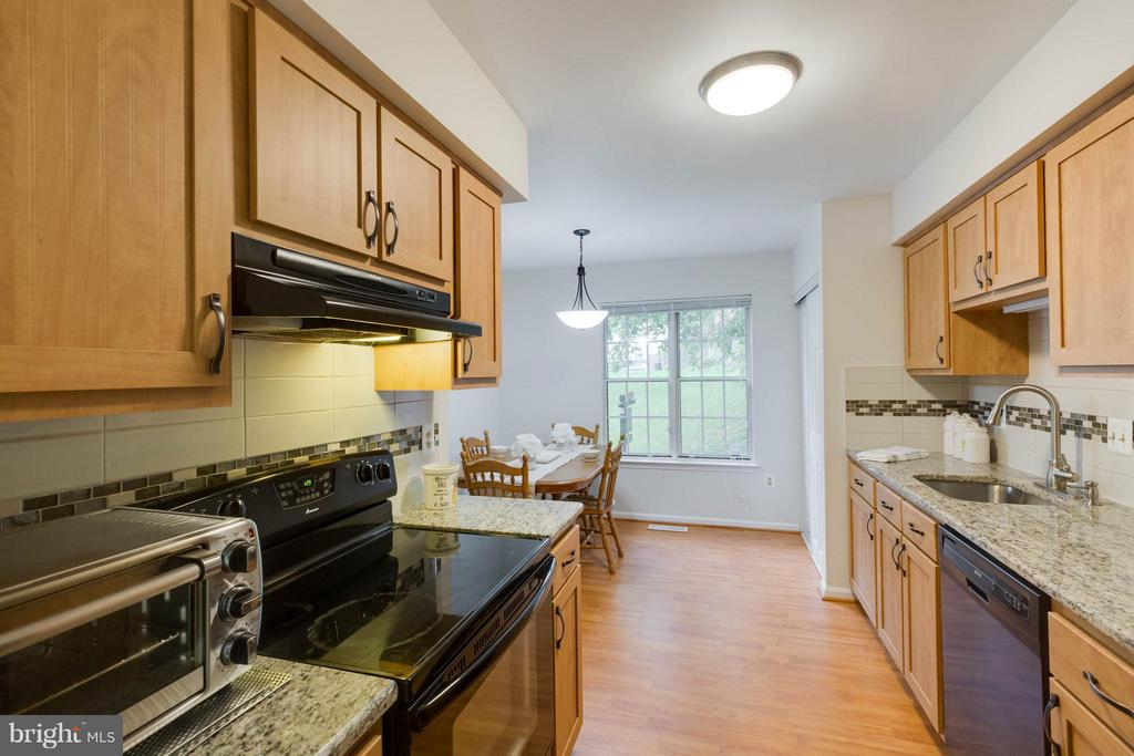 Beautiful new cabinetry - 20209 THUNDERHEAD WAY, GERMANTOWN