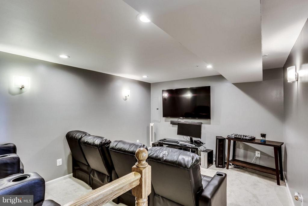 Basement with Theater! - 2424 GLOUSTER POINTE DR, DUMFRIES