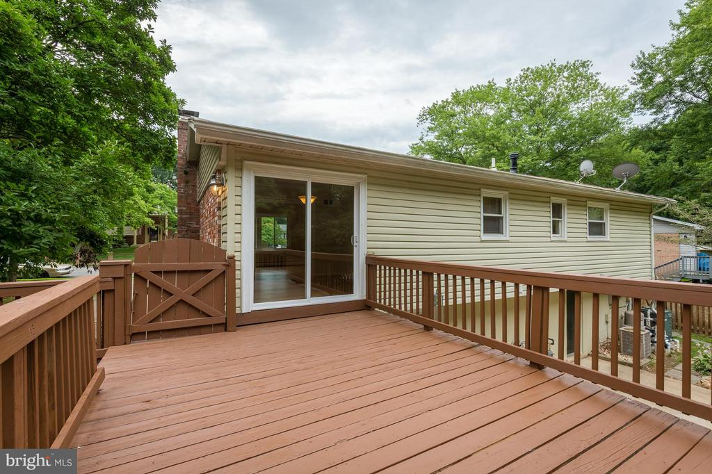 Newly stained deck - 13718 KERRYDALE RD, WOODBRIDGE