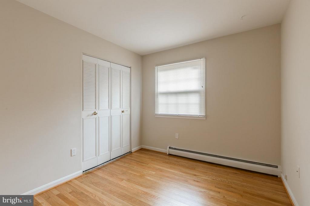 Bedroom 2 Upper Level - 13718 KERRYDALE RD, WOODBRIDGE