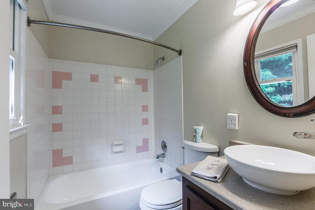 Bath (Master) - 13718 KERRYDALE RD, WOODBRIDGE