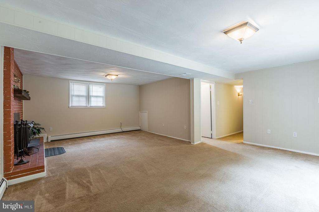 Family Room - 13718 KERRYDALE RD, WOODBRIDGE