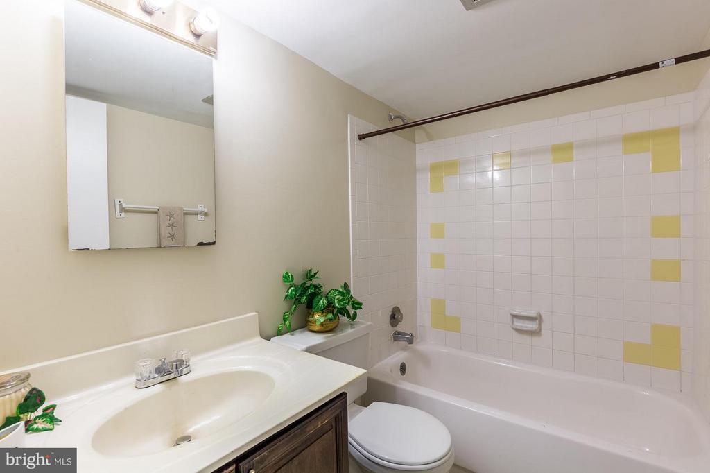 Lower level Bath - 13718 KERRYDALE RD, WOODBRIDGE