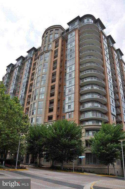 Exterior (Front) - 8220 CRESTWOOD HEIGHTS DR #203, MCLEAN