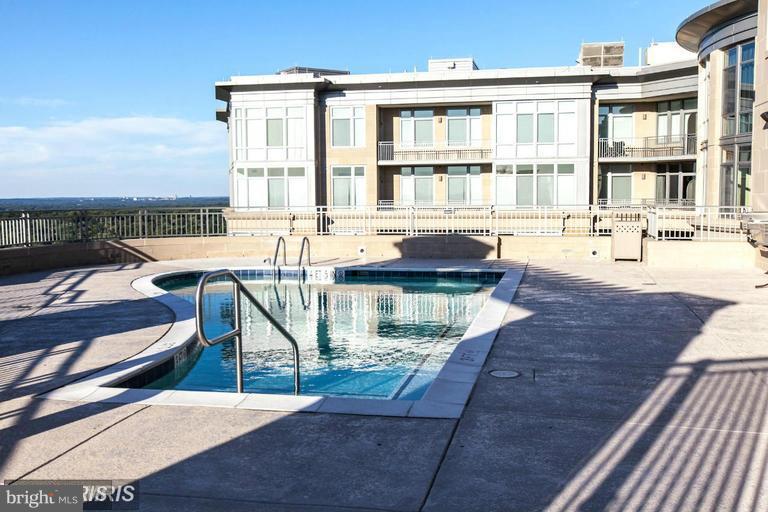 Rooftop Pool - 8220 CRESTWOOD HEIGHTS DR #203, MCLEAN