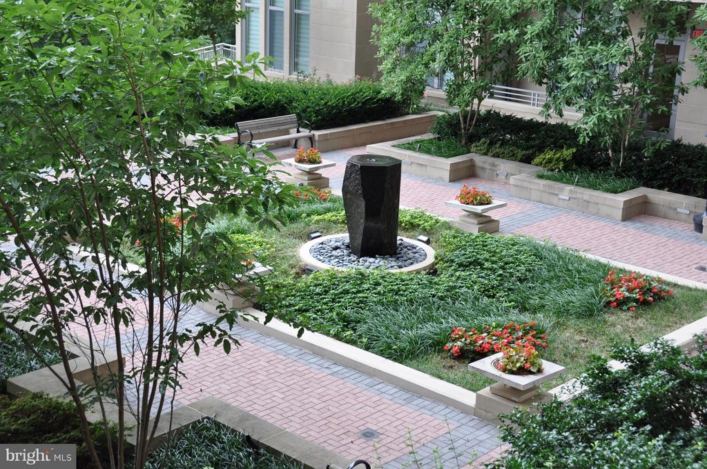 Courtyard Fountain - 8220 CRESTWOOD HEIGHTS DR #203, MCLEAN