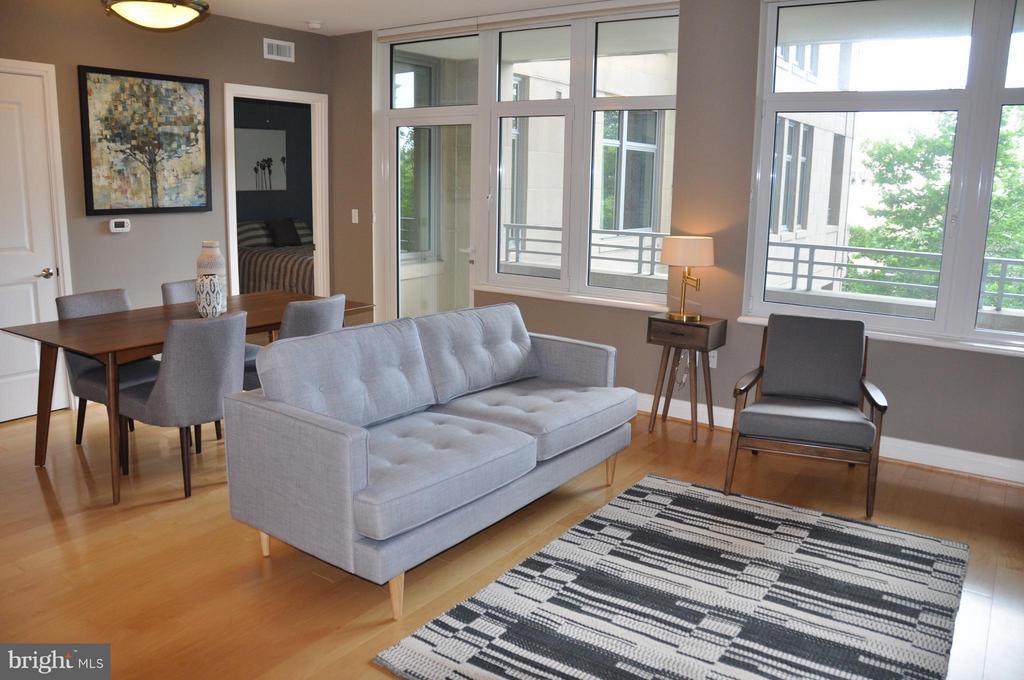 Living Room - 8220 CRESTWOOD HEIGHTS DR #203, MCLEAN