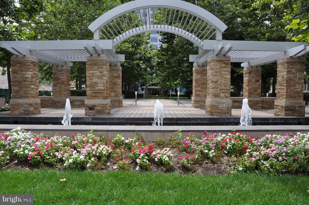 Fountains - 8220 CRESTWOOD HEIGHTS DR #203, MCLEAN