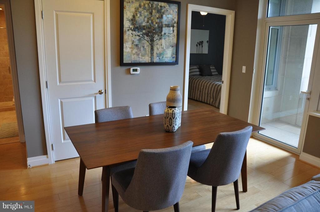 Dining Room - 8220 CRESTWOOD HEIGHTS DR #203, MCLEAN