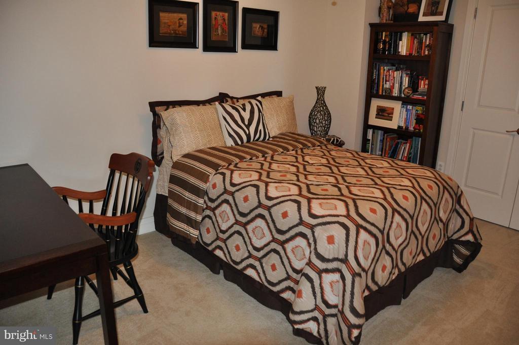 Bedroom - 8220 CRESTWOOD HEIGHTS DR #203, MCLEAN
