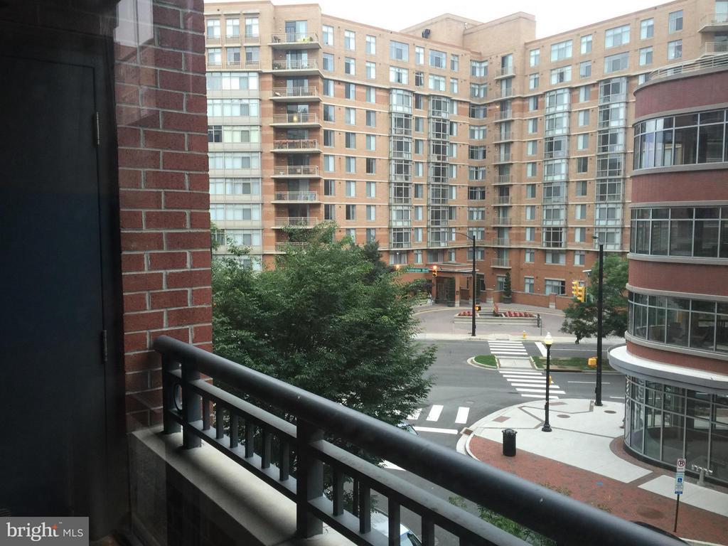 Exterior (Rear) - 1021 N GARFIELD ST #420, ARLINGTON