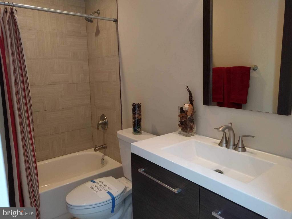 Full Bath - 5144 S DAKOTA AVE NE, WASHINGTON