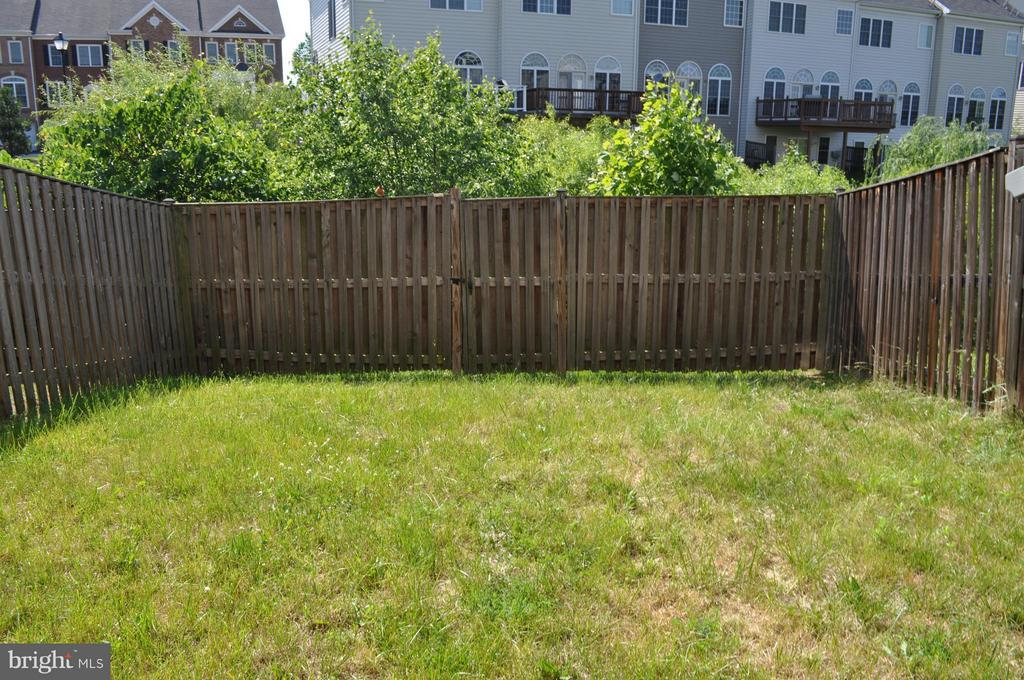 Rear Fenced Yard - 21826 LADYSLIPPER SQ, ASHBURN