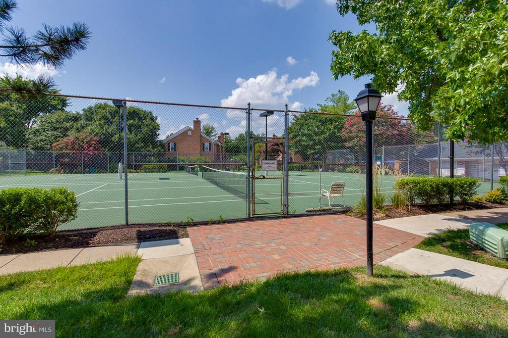 Community Tennis Courts - 2586 ARLINGTON MILL DR S #E, ARLINGTON