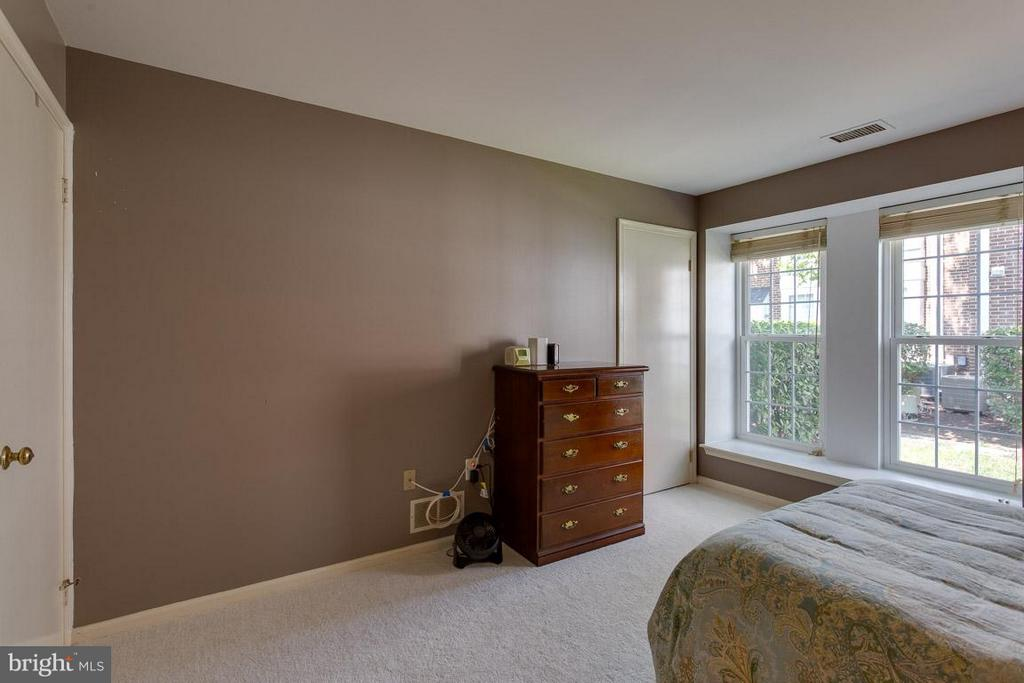 Plenty of natural light in Bedroom! - 2586 ARLINGTON MILL DR S #E, ARLINGTON